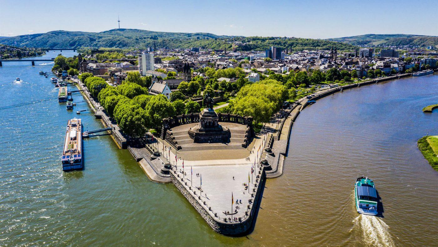 Coblence (Koblenz) : le Deutsches Eck, confluence de la Moselle et du Rhin